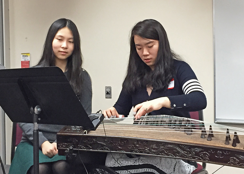 Playing Guzheng-4